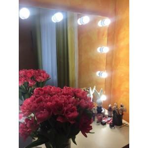 Визажные зеркало с лампочками, без рамы